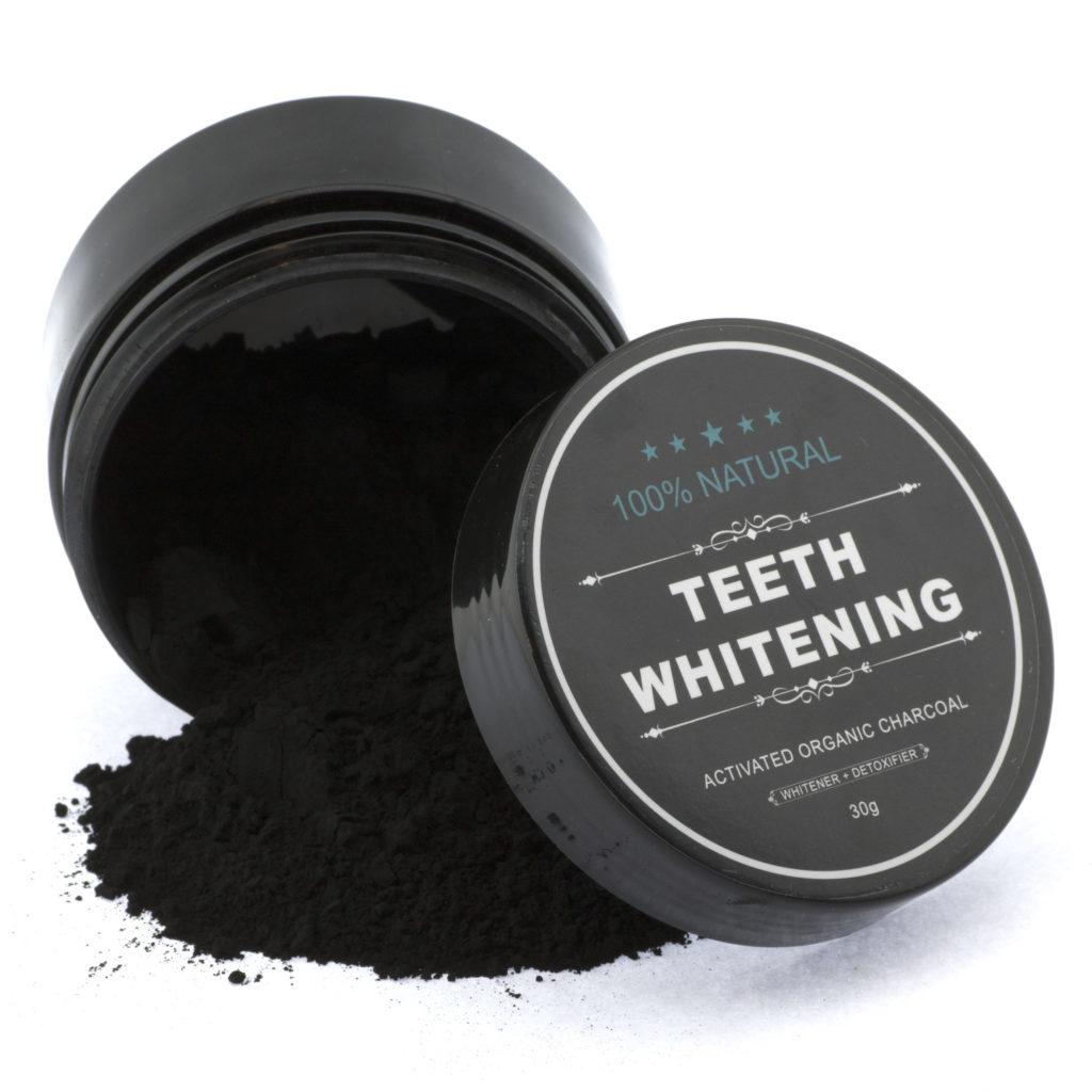 Zahnaufhellung mit Bio Zahnpasta aus Aktivkohle